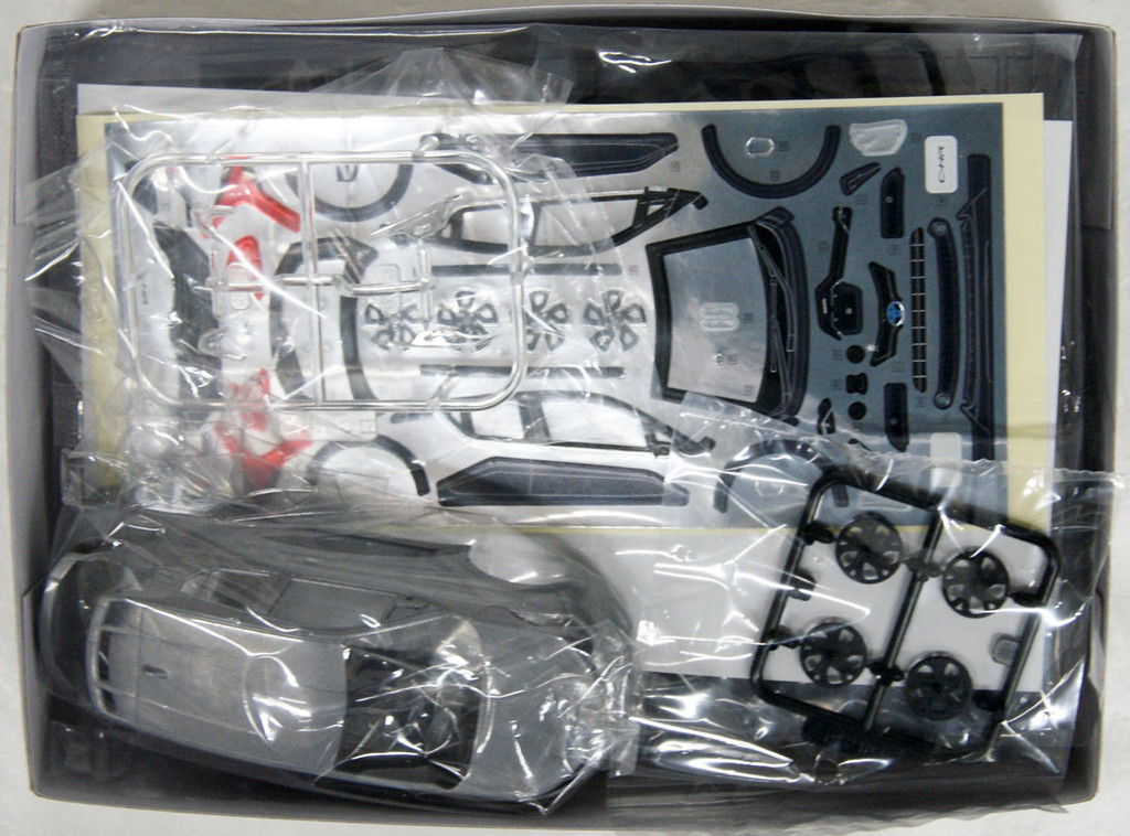 Aoshima 56363 06-C Toyota C-HR (Metal Stream Metallic) 1/32 Scale Pre-painted Snap-fit Kit