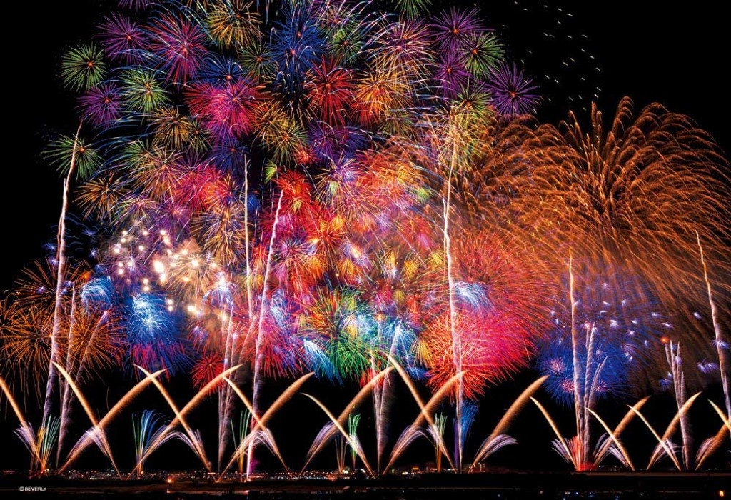 Beverly Jigsaw Puzzle 83-087 Glow in the Dark Fireworks in Nagaoka (300 Pieces)