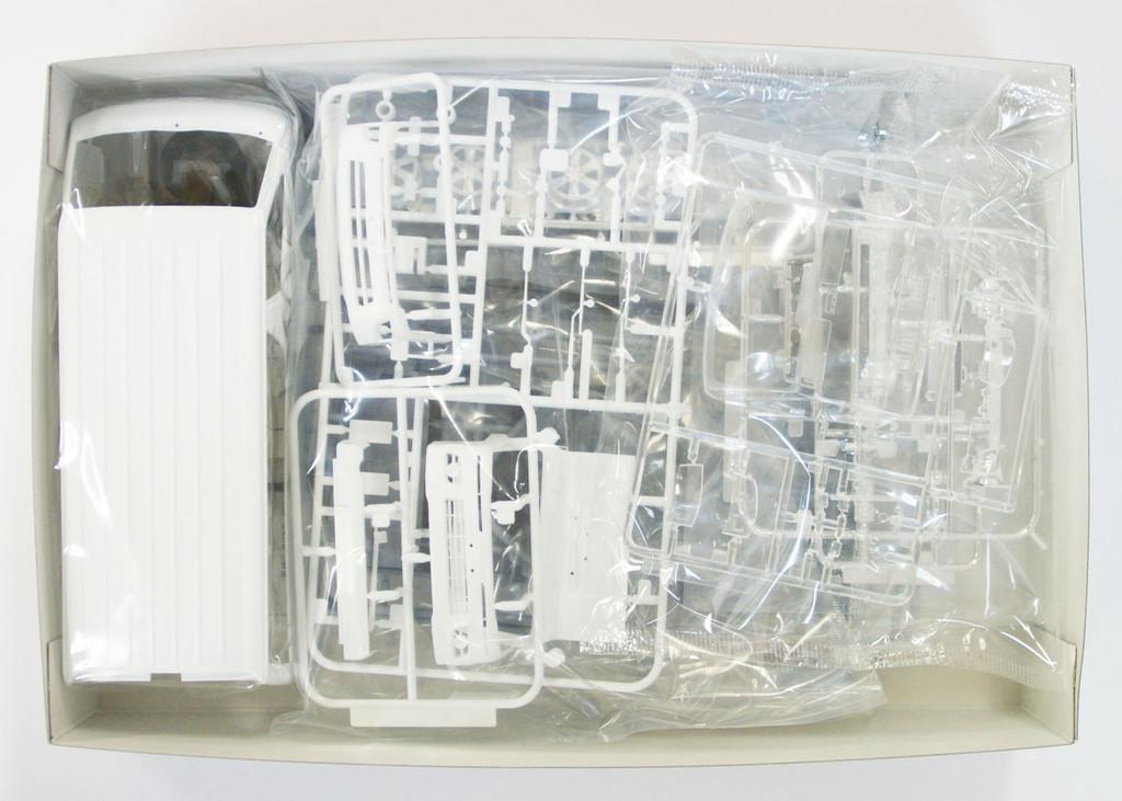 Aoshima 10464 Toyota HIACE Super GL 2010 Catalogue Model 1/24 Scale Kit
