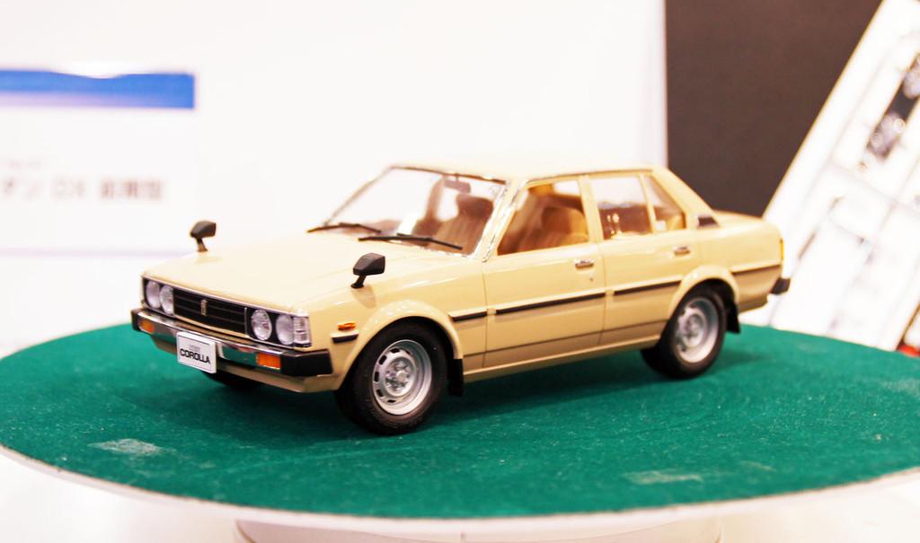 Aoshima 09840 KE70 Toyota Corolla DX Sedan Early Version 1/24 Scale Kit