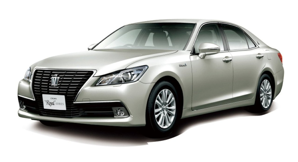 Aoshima 08461 AWS210 Toyota Crown Hybrid Royal Saloon G 2012 20 inch custom 1/24 Scale Kit
