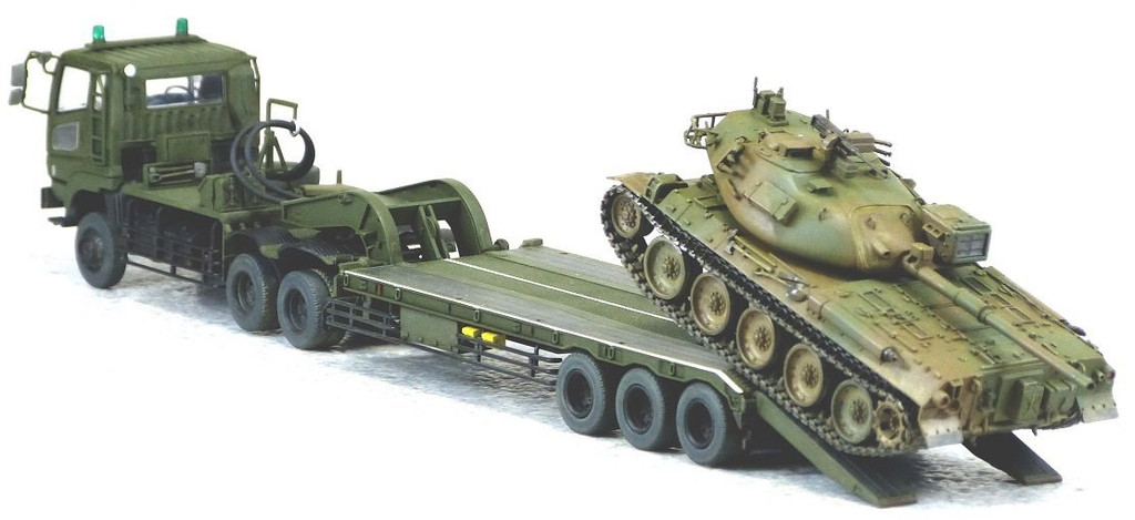 Aoshima 09963 JGSDF Type73 Heavy Tank Transporter & Type74 Tank 1/72 Scale Kit