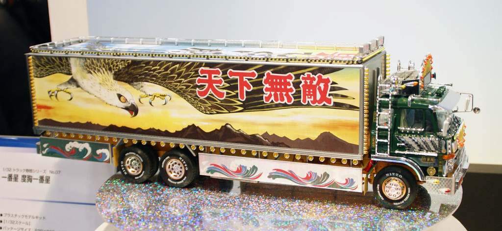 Aoshima 21774 Japanese Decoration Truck Dokyo Ichiban Boshi 1/32 Scale Kit