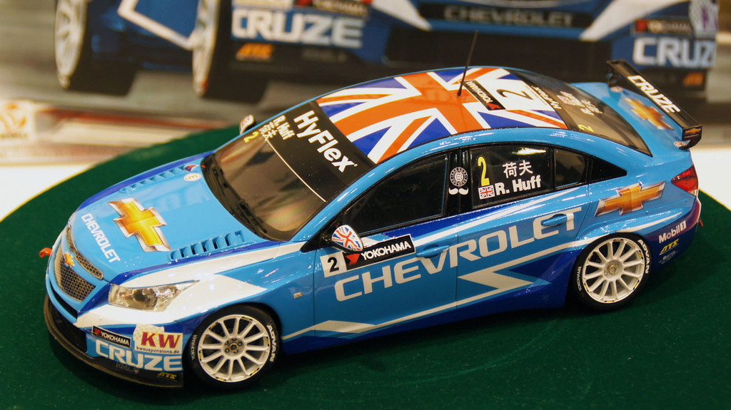 Aoshima 82997 Chevrolet Cruze (1.6T) 2012 WTCC World Champion 1/24 Scale Kit