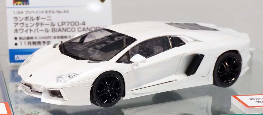 Aoshima 11393 Lamborghini Aventador LP700-4 (White Pearl) Pre-Painted 1/24 Scale Kit