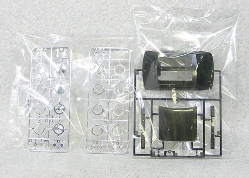 Aoshima 01783 Nissan Cedric V30 Turbo Brougham with Fortecs 1/24 Scale Kit