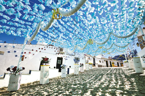 Yanoman Jigsaw Puzzle 10-1341 Light Blue Flowers Dancing in the Sky (Portugal) (1000 Pieces)