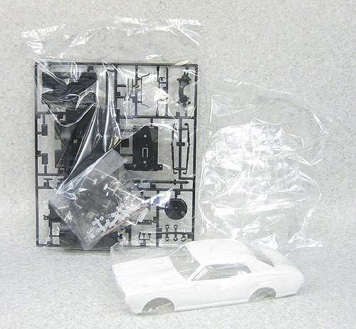 Aoshima 04050 Nissan Cedric (330) Grachan '89 1/24 Scale Kit