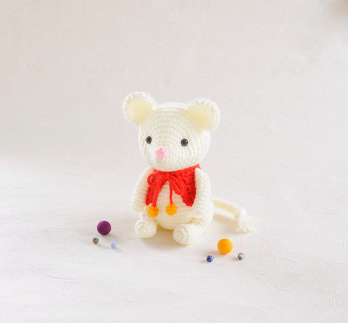 Hamanaka  H301-535 Crochet Doll Kit Happy Mouse