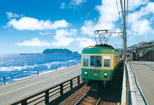 Epoch Jigsaw Puzzle 25-230 Enoshima Railway Running Along the Coast (300 Pieces)