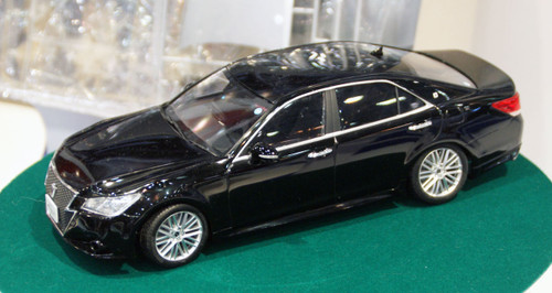 Aoshima 08515 GRS214 Toyota Crown Athlete G 2012 Black 1/24 Scale Kit (Pre-painted Model)