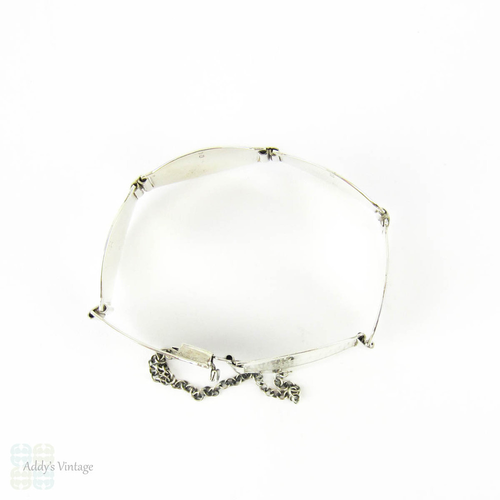 Mid 20th Century Sterling Silver Bracelet, Large Engine Turned Oval Link Panels. Circa 1940s.