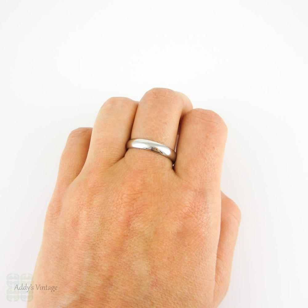 Men's Platinum Wedding Ring. Classic 4 mm D Profile Men's Wedding Band. Size T.75 / 10.