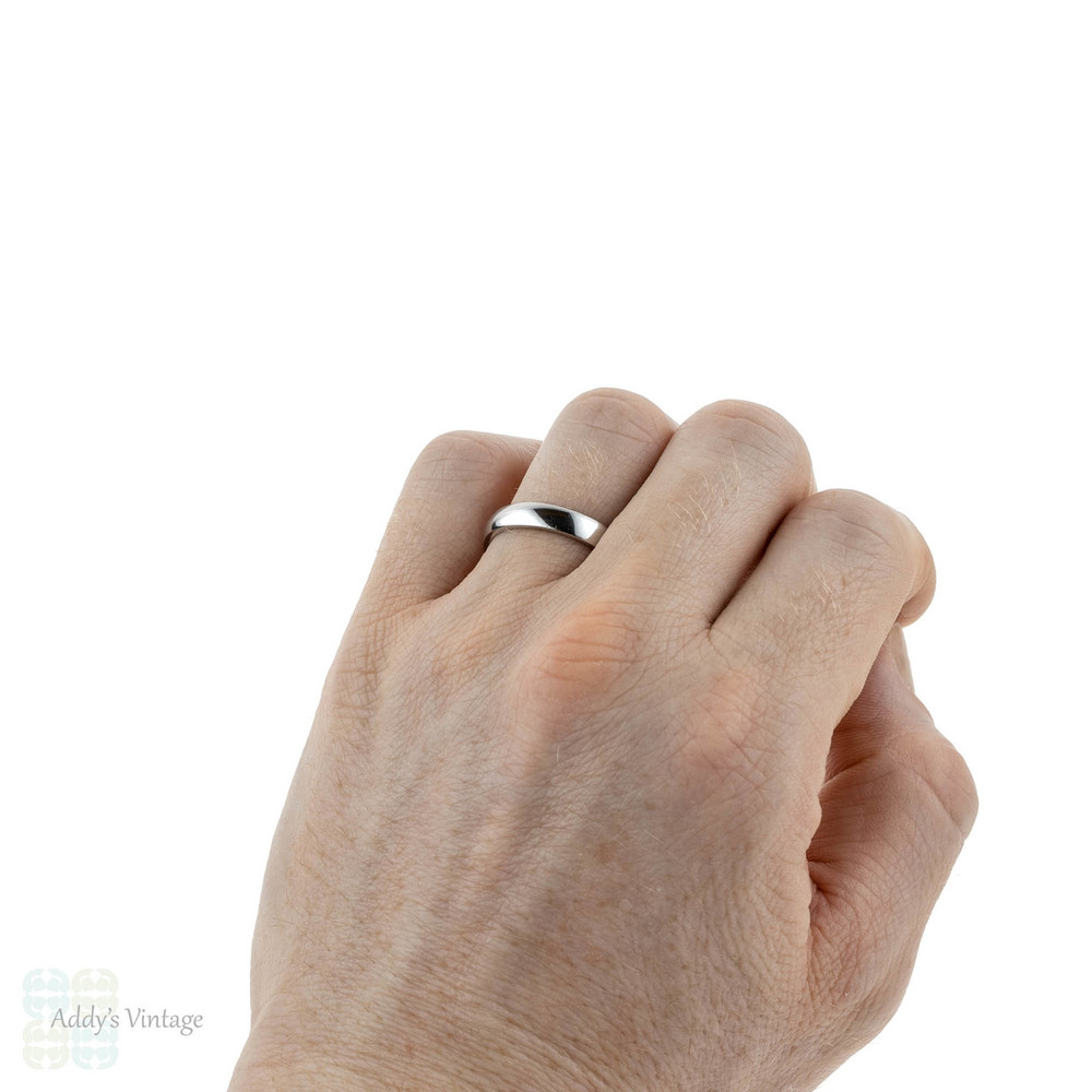 Classic Men's Platinum Wedding Ring. Traditional 4 mm Court Comfort Fit Wedding Band. Size S / 9.