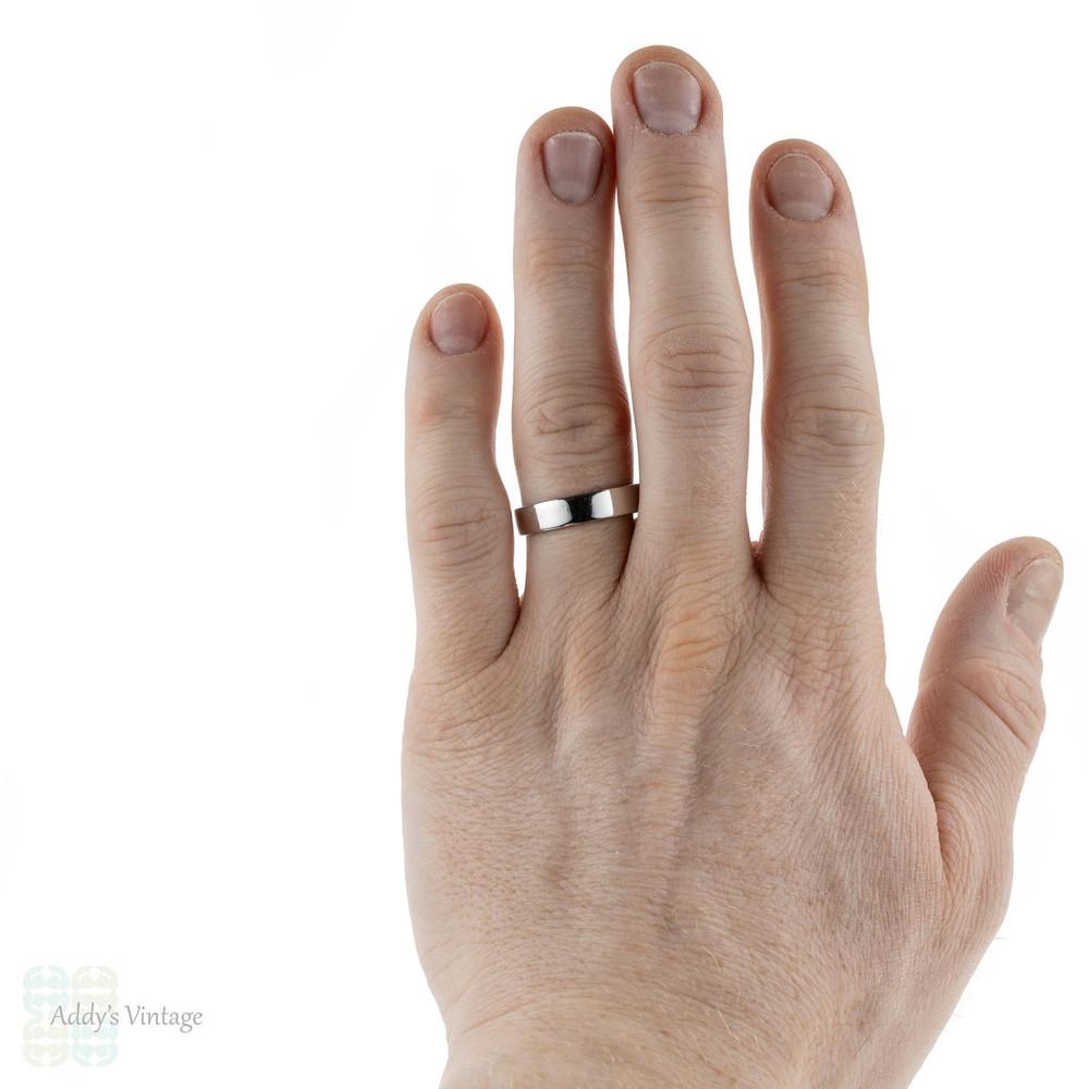 Platinum Men's Wedding Ring, Classic Modern Pipe Cut Band. Size U / 10.