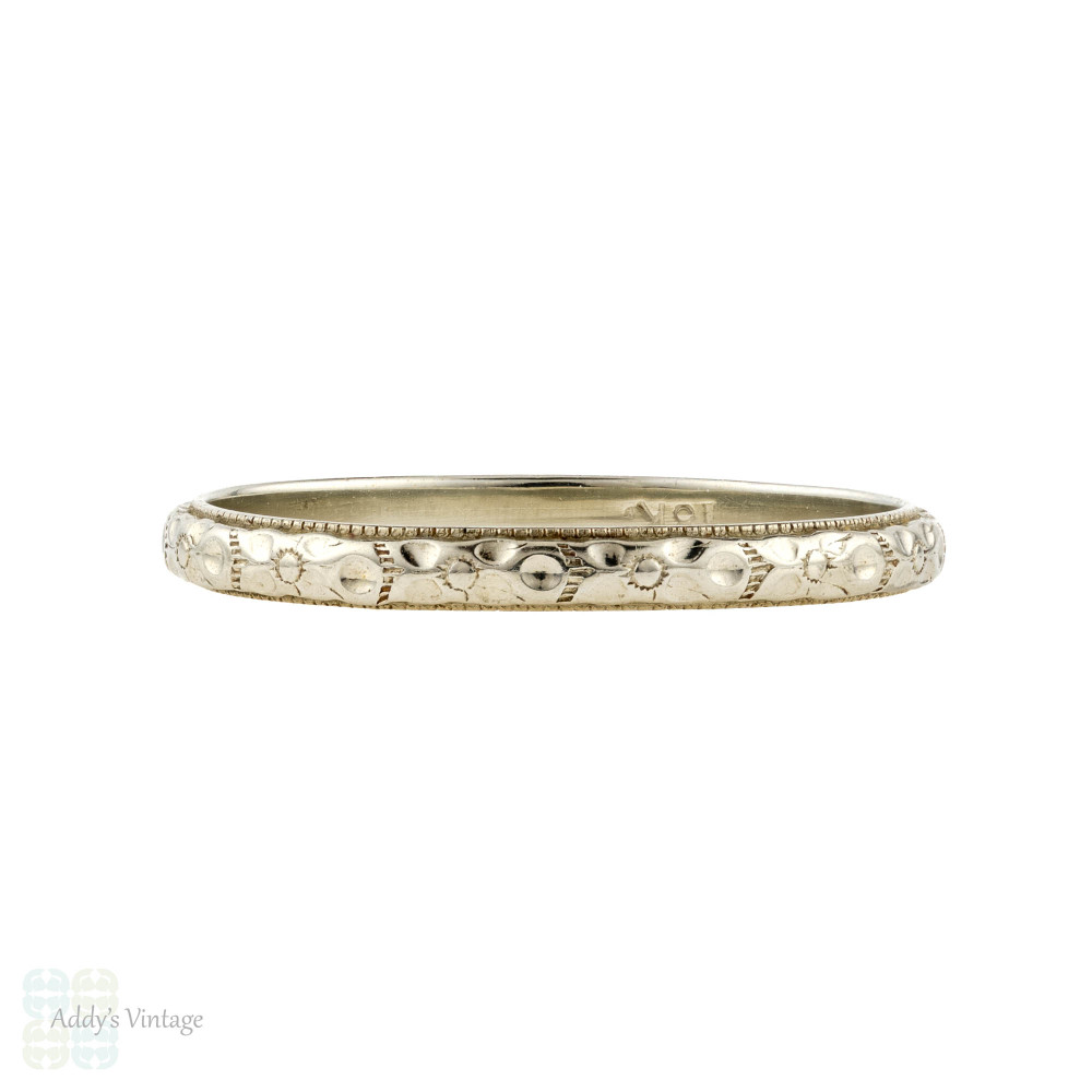 Engraved Wedding Band 18k White Gold, Slender Flower Art Deco Ring. Size M / 6.25.
