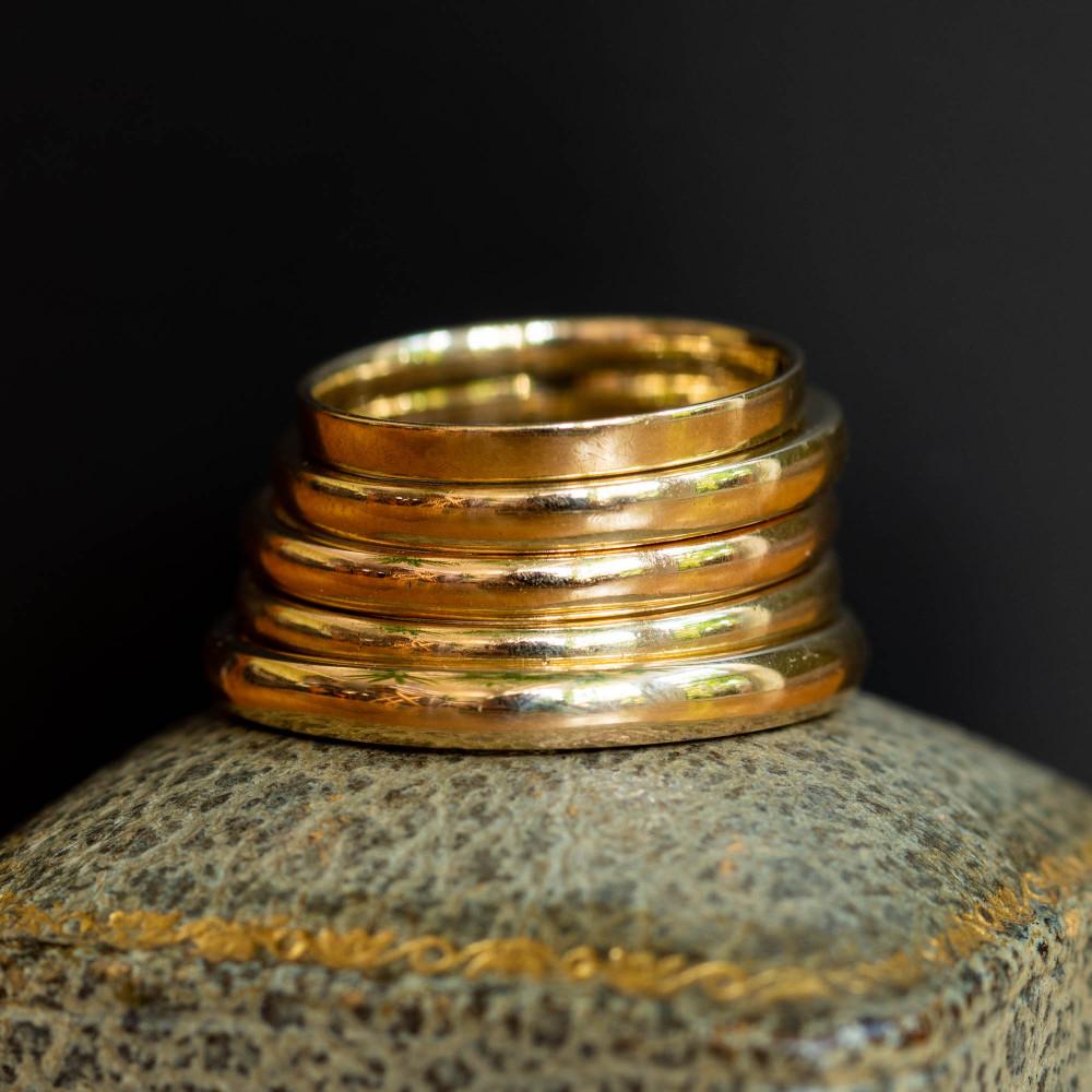 Vintage 1940s Ladies Wedding Ring, Narrow 9ct 9k Yellow Gold Band, Size P / 7.75.