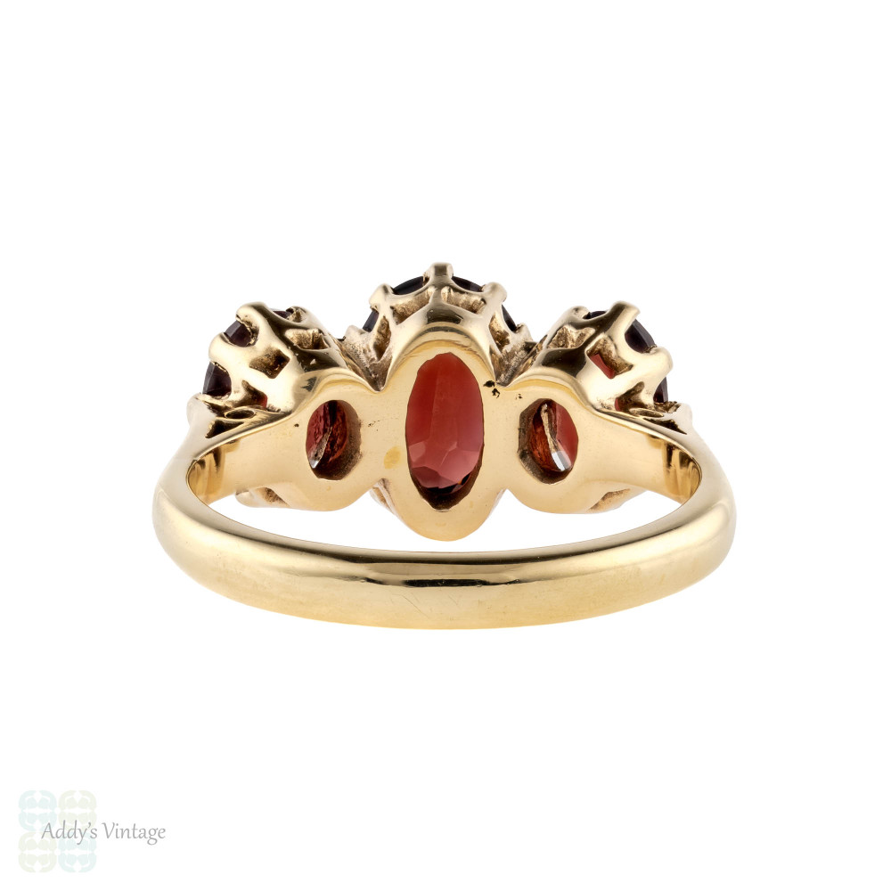 Vintage Garnet Three Stone Ring, Graduated Design in 9ct Yellow Gold Circa 1970s.
