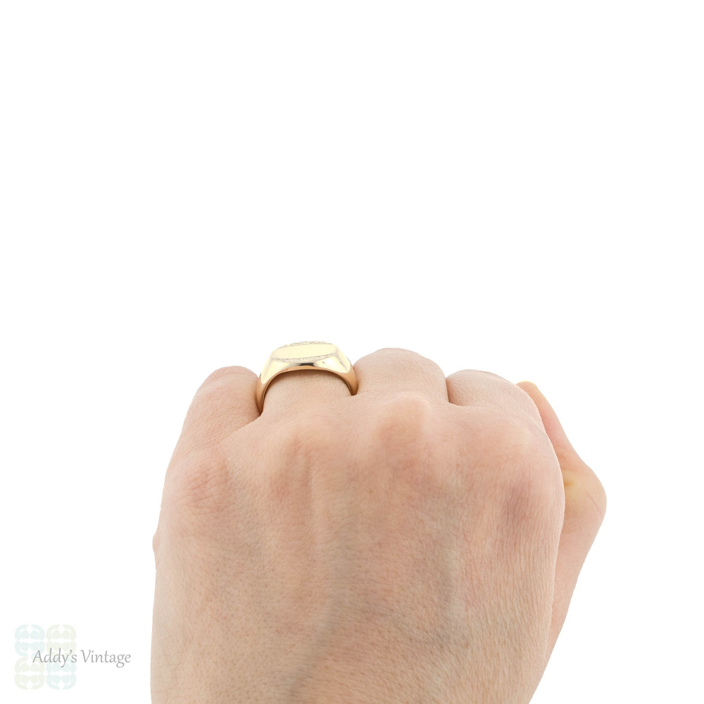 Heavy 9ct Yellow Gold Signet Ring, Engraved Design Oval Shape 9k Signet.