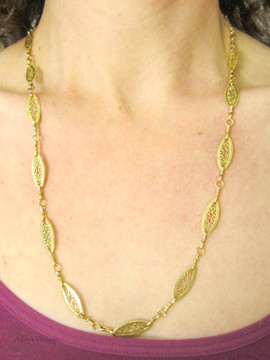 Vintage 18 Carat Gold Filigree Link Chain Necklace. 63.5 cm / 25 inches, 25 grams, Circa 1990s.