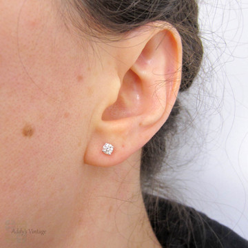 Classic Diamond Stud Earrings, 18k 18ct White Gold 0.40 ctw Diamond Studs.