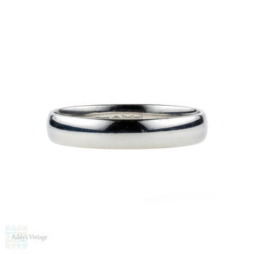 Platinum Men's Wedding Band, Classic Court Comfort Fit Ring. Size S / 9.25.