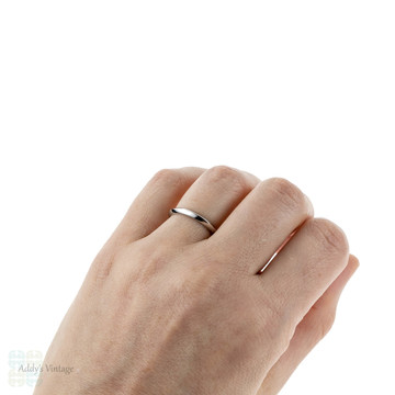 Platinum Knife Edge Wedding Ring, 2.5 mm Ladies Wedding Band. Sizes I to P, Fully Hallmarked.
