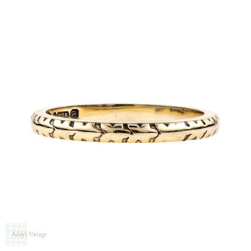 1940s 9ct Yellow Gold Wedding Band, Ladies Narrow Engraved Ring. Size J.5 / 5.