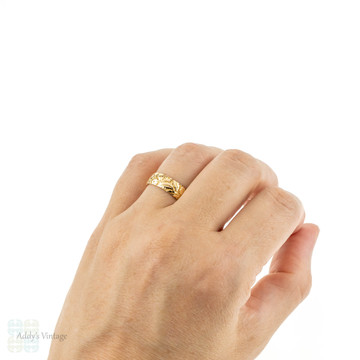 Wide Engraved 18ct Wedding Band, Antique 18k Yellow Gold Ring. Size M / 6.25.