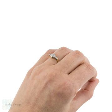 Vintage Daisy Flower Diamond Three Stone Ring, 1930s 18ct Gold & Platinum.