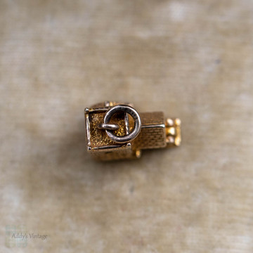 Vintage Bride & Groom 9ct Charm, 1950s Wedding 9k Yellow Gold Pendant.