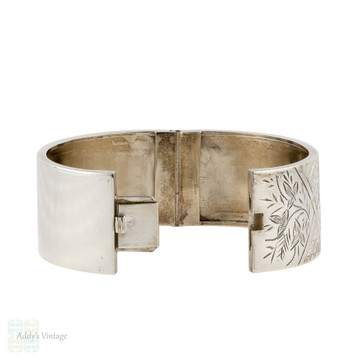 Antique Victorian Floral Bracelet, Sterling Silver Ivy & Daisy Floral Scene Bangle. Circa 1880s.