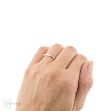 Vintage 18ct & Platinum Two-Tone Engraved Ladies Wedding Ring, Slender Band Size O.5 / 7.5.