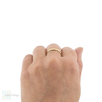 Heart Engraved 18ct Wedding Band, Vintage 1950s Scalloped Edge 18k Ring Size Q / 8.25.