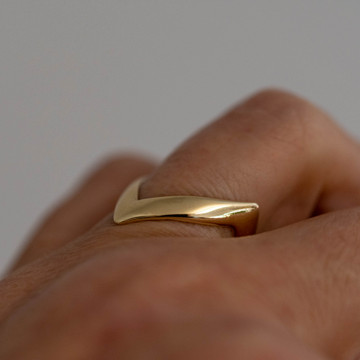 Chevron 9ct 9k Yellow Gold Band, Vintage 1970s Zig Zag Design Shaped Ladies Ring.
