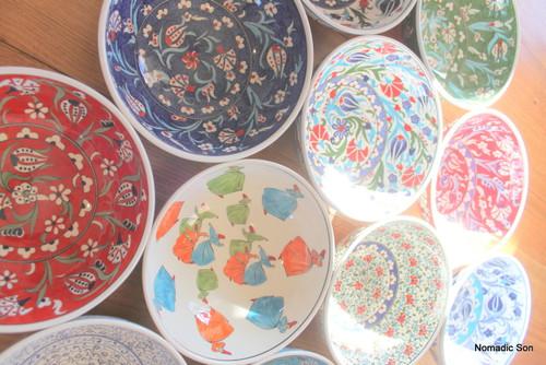 Hand painted Turkish Ceramic bowl, 20cm.  Traditional designs.  Food safe, Dishwasher safe.