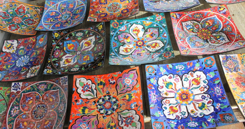 25cm Handmade and hand painted in the colourful Kabartma plates.  Made in Turkey.