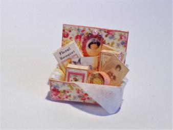 Download  - lady's Box with perfume,toiletries & ephemera - pink