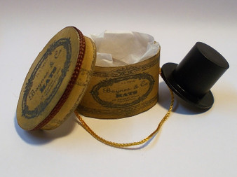 Baynes & Co Gents vintage hat box with hat