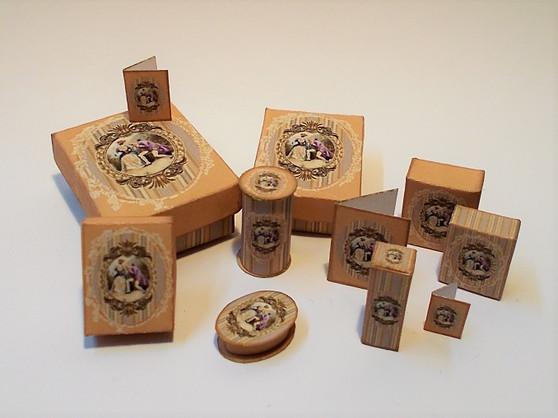 Download - Romantic perfume/toiletry/presentation Boxes Gold