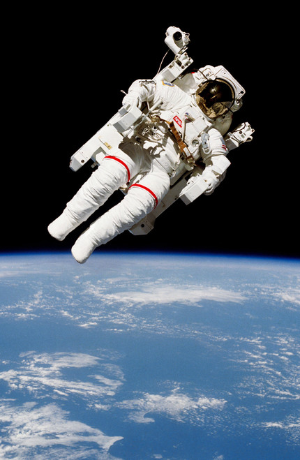 Astronaut Bruce McCandless floating untethered in space.