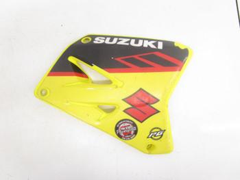 01 Suzuki RM 125 Right Gas Tank Radiator Shroud Cover 2001