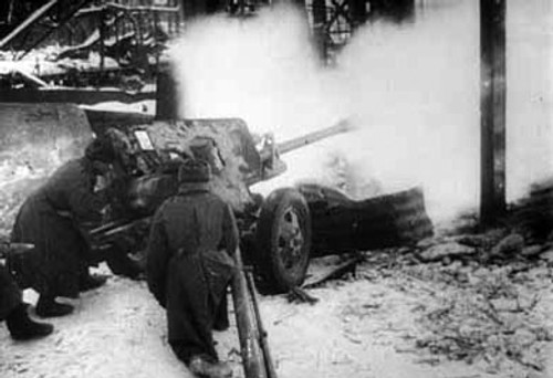 Soviet 76mm ZiS-3 Anti-tank Gun - Winter Uniform