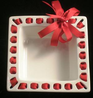 Prissy Plates Napkin Holder   www.tinytulip.com