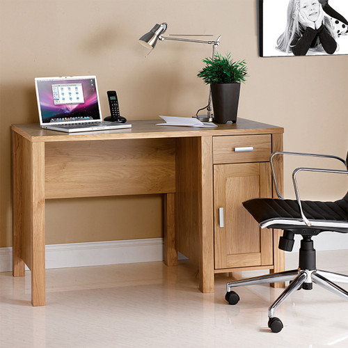 The Amazonia desk workstation blends perfectly in any day study room;
