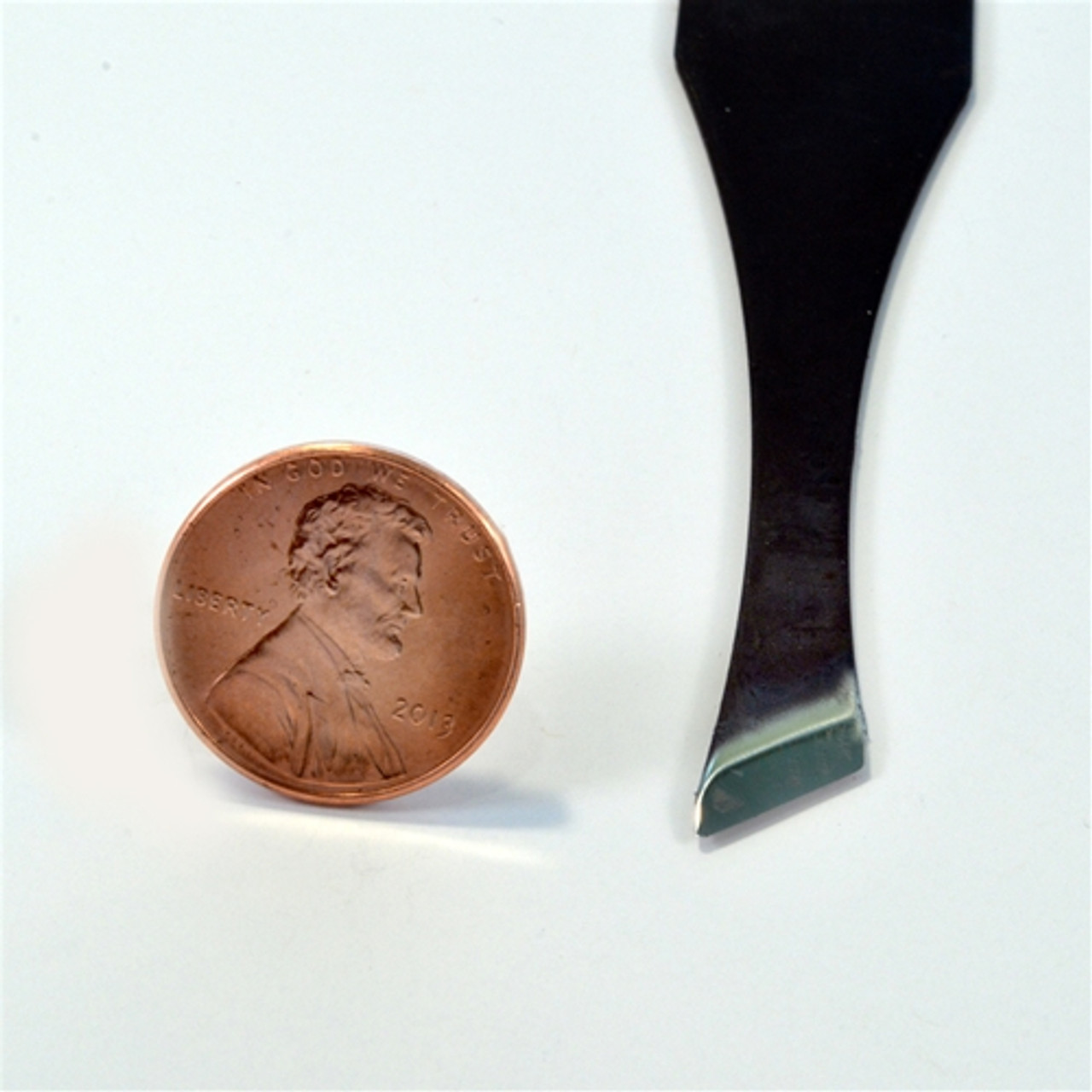 """Flexcut FR308 Palm Carving #2 x 5/16"""" Skew shown to view the actual size of the blade compared to a penny."""
