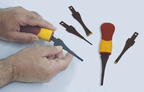 Flexcut 5 Pc. Craft Carver Set includes 5 blades, tool roll, pre-printed blank, handle, and owners manual with project guide.