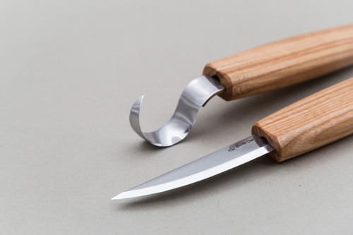 This is a up close view of the Whittling Knife and Hook Knife blades.