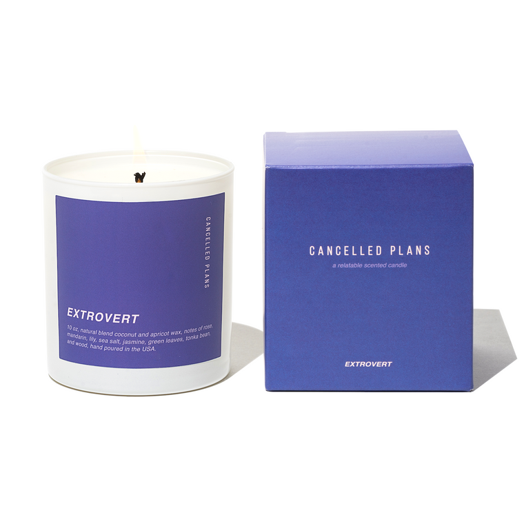 image of a candle on the left with its square packaging on the right.