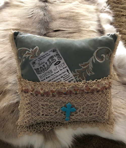 Elegant saloon style cushion,for that little bit of class.